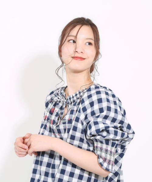 ドビーギンガム×刺繍7分袖スモックブラウス